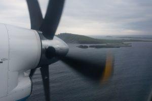 Ens apropem a l'aeroport de Sumburgh, al sud de l'illa principal de les Shetland
